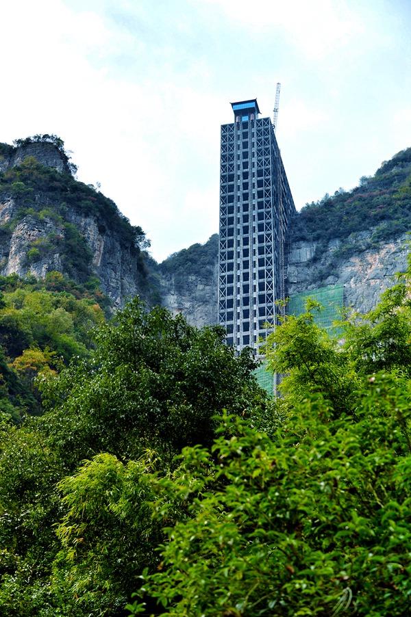 承建亚洲第一梯 建工住建添彩红叶节
